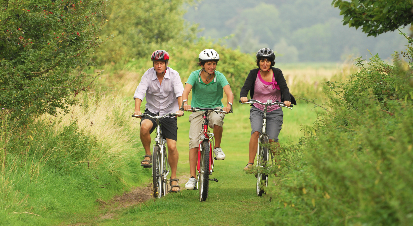Cycling in Norfolk is easy – there are many routes you can take, from short ones for beginners to longer ones for the more advanced cyclist.