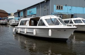 10 Seater Day Cruiser